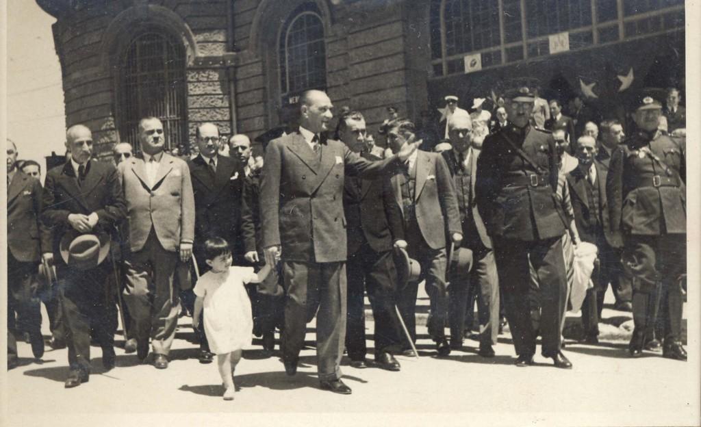 Atatürk-ve-Çocuklar-4